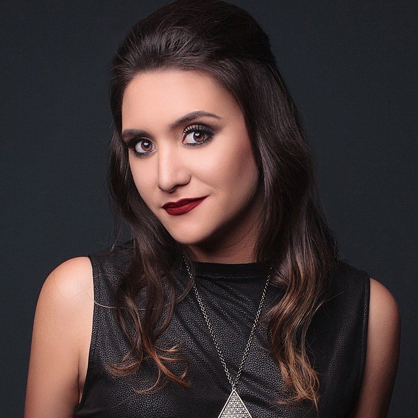 Luiza Lobo