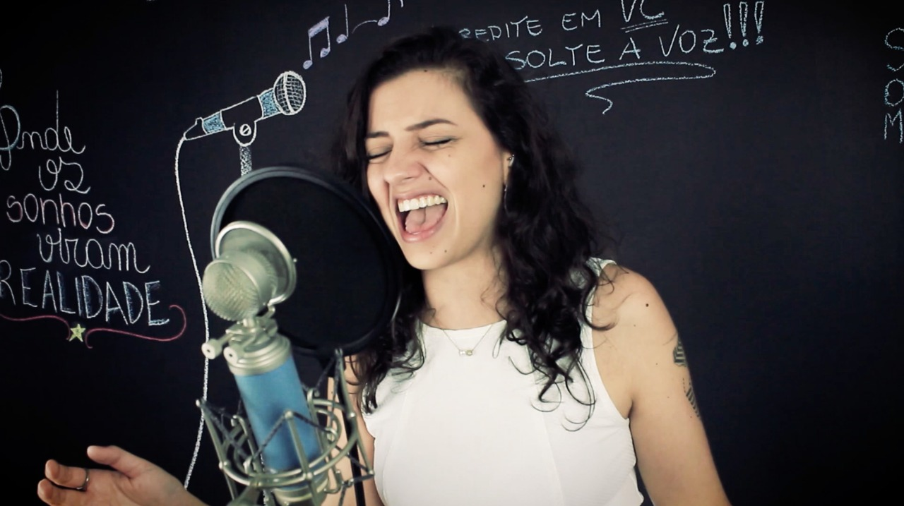 Helena, aluna de canto do Full Voice